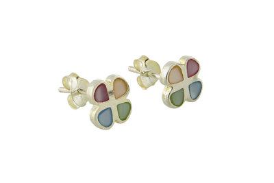 Zilveren oorsteker met bloem van gekleurde parelmoerschelp