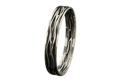 smalle zilveren armband (gesloten) van gekreukt zilver